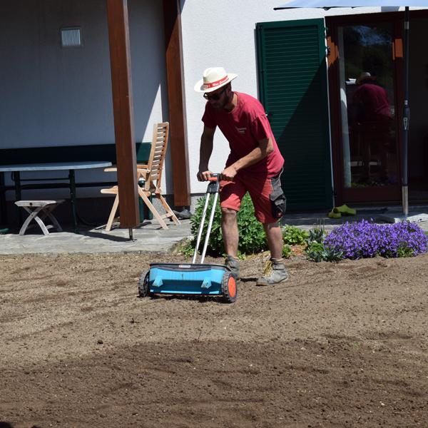 Gartengestaltung mit Firma Viehauser ✓Natursteinmauer ✓gesiebter Humus ✓Rasen ✓Rollrasen ✓Begrünung ✓Baumschnitt ✓Granitsteine ✓Naturstufen