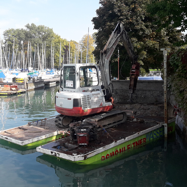 Seearbeiten / Arbeiten am Wasser mit Firma Viehauser ✓Pilotierung ✓Kranarbeiten ✓Versenken ✓Piloten ✓ Ufermauer ✓Uferstabilisierung ✓Stegbau ✓Bootsanlegestellen ✓Badeplatz